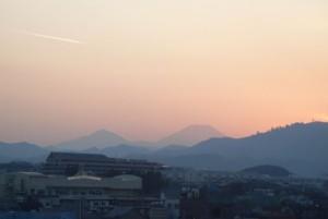 夕焼けと飛行機雲