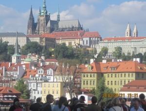 カレル橋からプラハ城を眺める