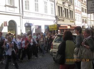 プラハの街の賑わい
